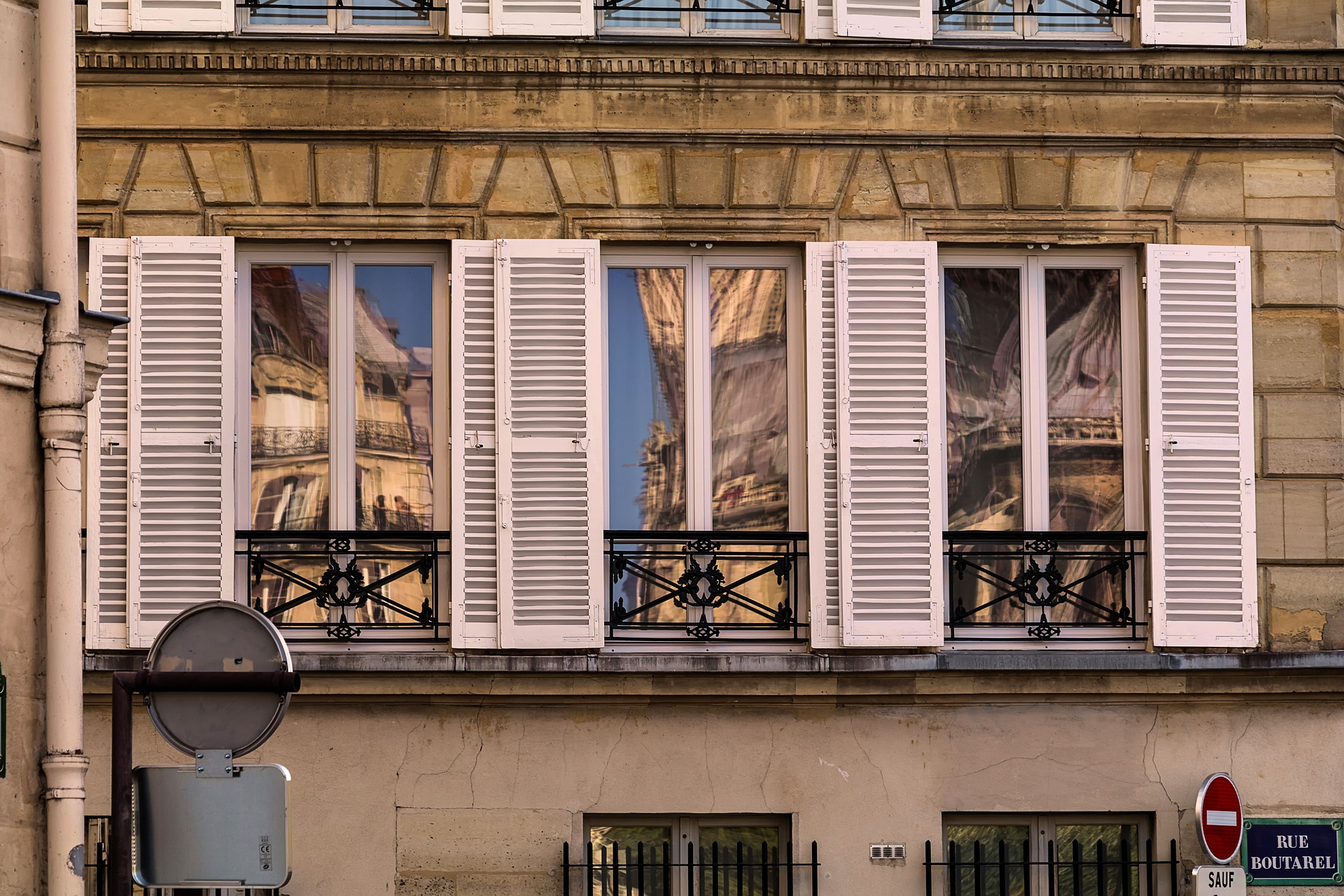 Immobilier : A Paris, c'est 10 000 euros le mètre carré.